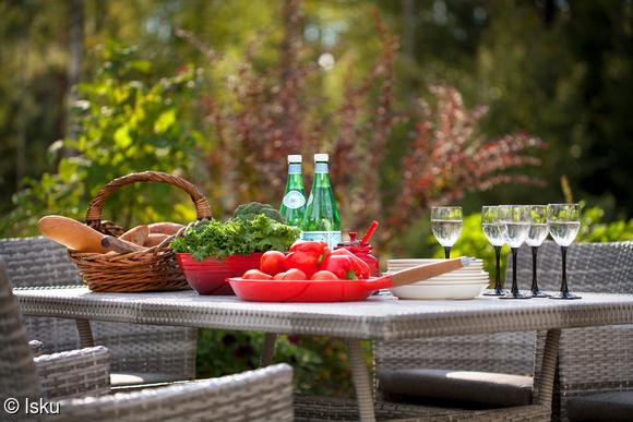 ruokaryhmä,pöytä,tuolit,polyrottinki,alumiini