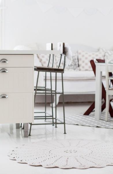 Olohuoneen Sohva : ... olohuoneen sohva,sohva,sivustavedettävä puusohva,virkattu matto