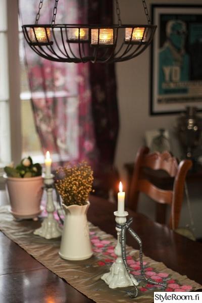kynttilät,kynttilälyhty,joulu,pöytäliina,nauhat