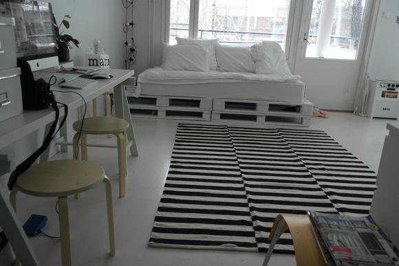 Olohuoneen Sohva : Kuormalava,diy,sohva,työpöytä,matto,raitamatto,olohuone,olohuoneen ...