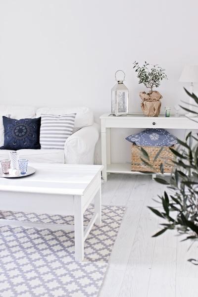 tine k,olohuone,vaalea sisustus,puupöytä,puu