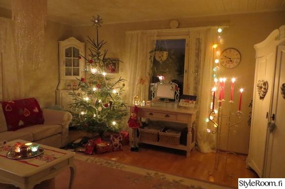 joulu,joulukuusi,kynttilät,olohuone,tunnelma