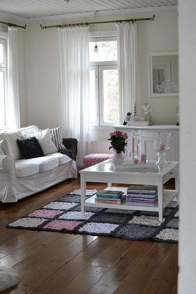 olohuone,virkattu,matto,sohva,sohvapöytä