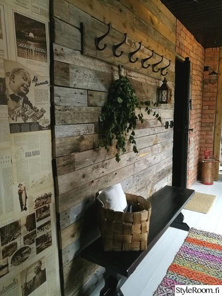 seinätiili,lautaseinä,tiiliseinä,remontti,naulakko