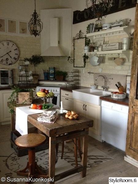 keittiö,keittiönkaapit,keittiön sisustus,keittiön tasot,keittiönpöytä