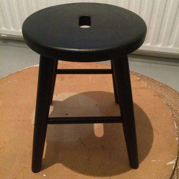 Kuva musta  DIY pyöreä pöytä sekä tuolit  terhiniva