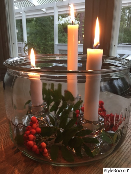lasipurkki,kynttiläasetelma,kynttilöitä,pihlajanmarjat,syysasetelma