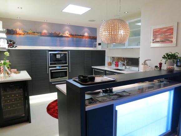 Bild på keittiö  Moderni mustavalkoinen Puustelli keittiö av heidiekholmtalas