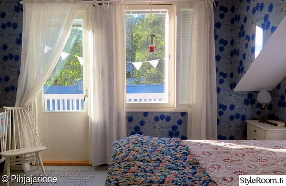 makuuhuone,värikäs,sininen,tapetti,päiväpeitto
