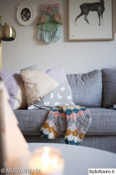 olohuone,tyynyt,villasukat,sohva,karlstad