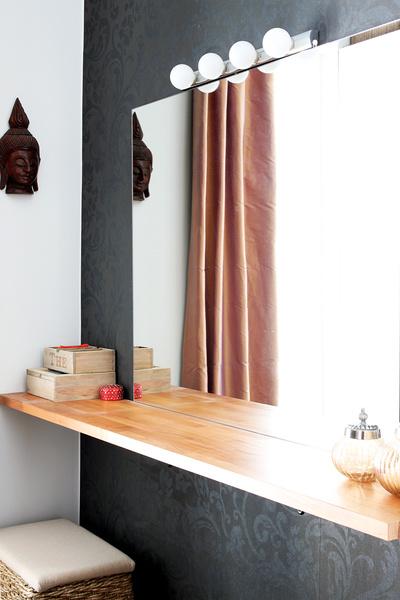 makuuhuone,vaatehuone,puu,silkkiverhot,meikkipöytä