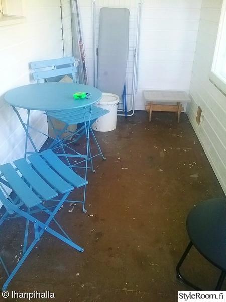 aloitus,terassi,sininen tuoli,piha tuolit