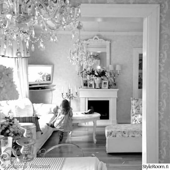 maalaisromanttinen,laura ashley,ruokailutila,valkoinen harmaa,kristallikruunu