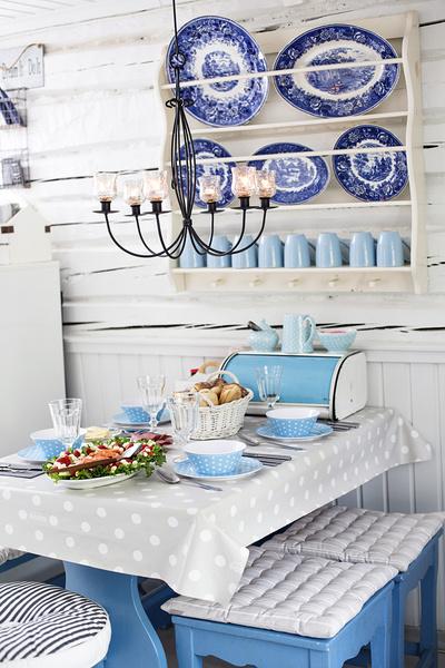 kattaus,posliiniastiat,vaaleansininen,keittiö,mökki