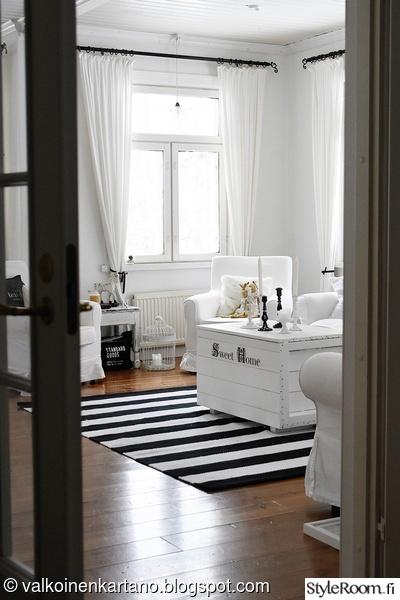 olohuone,valoisa,mustavalkoinen,romanttinen,matto