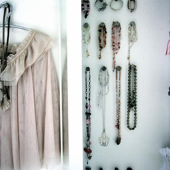 peili,ikea,korut,korusäilytys,makuuhuone
