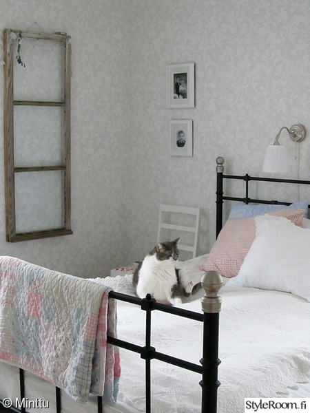 kammari,maalaisromanttinen,tapetit,makuuhuone,romanttinen sisustus