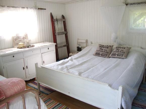 valkoinen,vanhat tikkaat,sängynpeitto,makuuhuoneen sisustus,makuuhuoneen tekstiilit