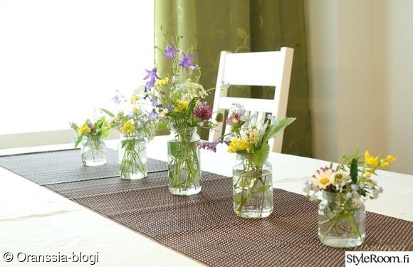 kesäjuhla,juhlatunnelma,luonnonkukat,kukkakimppu,asetelma