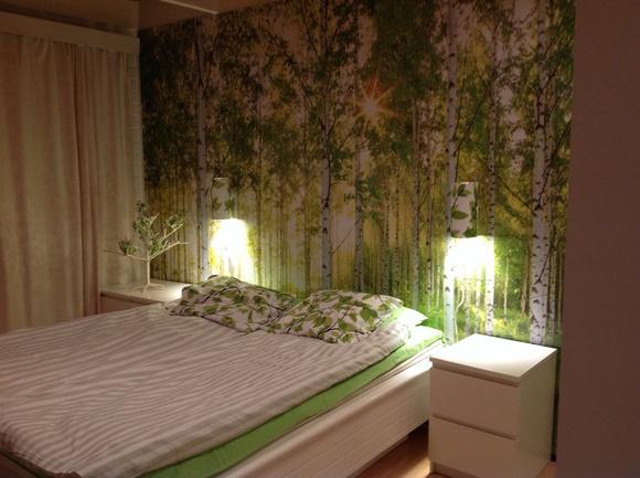 makuuhuone,remontti,valokuvatapetti,vihreä,koivumetsä