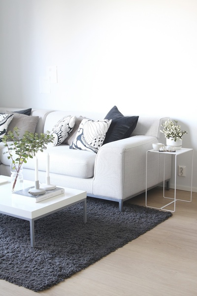 olohuone,sohva,sohvapöytä,sivupöytä,nukkamatto