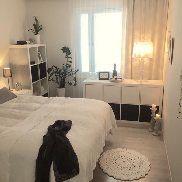 virkattu matto,makuuhuone,hyllykkö,valaisin,harmaa