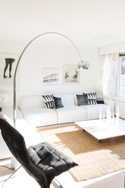 Olohuoneen Sohva : Olohuone,valkoinen sohva,sohvapöytä,sohva,taide