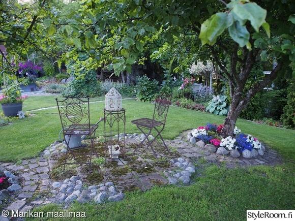 betonikoristeet,kukkaloistoa,puutarhassa,puutarha,kivet