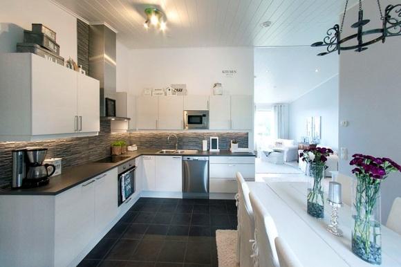 moderni,keittiö,vaalea sisustus,keittiön sisustus,ruokailu