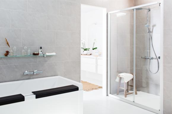 kylpyhuone,kylpyhuoneen sisustus,kylpyamme,suihku,suihkukaappi