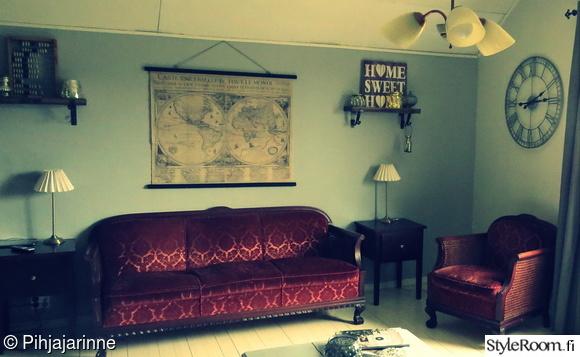 olohuone,harmaa,vanha sohva,vanha kartta,sisustus