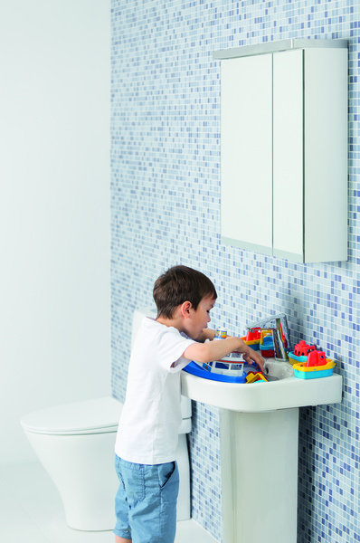 kylpyhuone,allas,wc-istuin,peilikaappi,kaakeli
