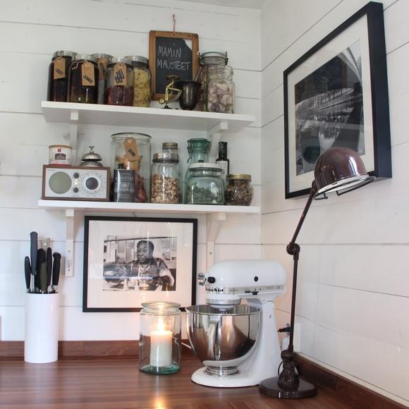 keittiö,avohyllyt,kitchen aid,jieldé valaisin,riinimäen tölkki