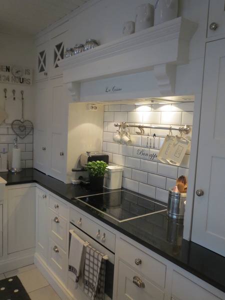 keittiökaapit,new england,keittiö,remontti,Tee itse  DIY,nikkarointi,riviera