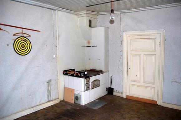 Bild på vanha hella  Hullunkaupan keittiö av Hullunkauppa