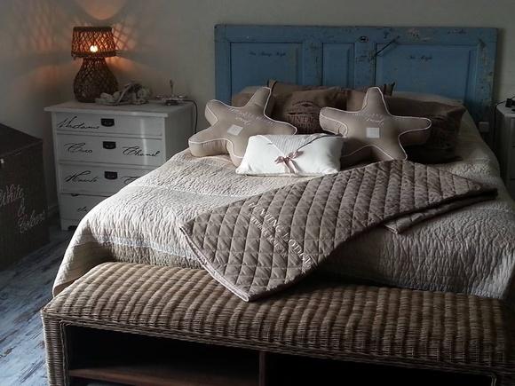 Inspiroivia kuvia aiheesta sängynpääty penkki