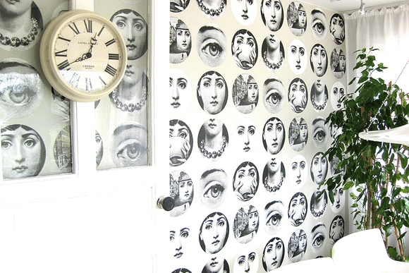 tapetti,piero fornasetti,seinäkello,laura ashley seinäkello,laura ashley